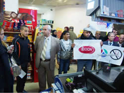 Activists in the campaign to boycott Israeli merchandise demonstrate at a store in Qalqiliya (PNN.ps, March 1, 2015).