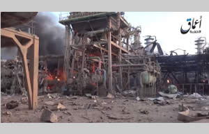 Oil refining and storage facilities in flames at the refinery in Baiji (Aamaq, May 24, 2015)