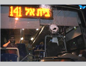The bus attacked on the Hizma road (Photo by Hillel Meir for Tazpit News Agency, June 21, 2015)