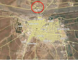The city of Kobani and, to its north, the border crossing between Syria and Turkey (Wikimapia)