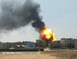 The strong explosion which shook the Shabora neighborhood of the Rafah refugee camp (Facebook page of Gaza al-'Aan, August 6, 2015.