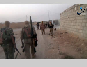 Armed ISIS operatives in the city of Al-Qaryatayn (a3maqnews.tumblr.com; archive.org, August 6, 2015).