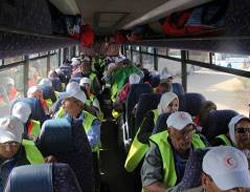 Gazan pilgrims en route to Mecca exit the Strip though the Rafah crossing (Facebook page of Quds.net, September 7, 2015).