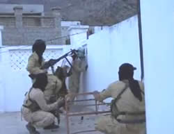 ISIS operatives fighting against the Houthi forces in the city of Aden (Isdarat.xyz, September 30, 2015)