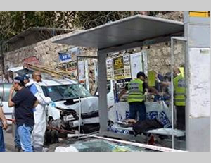 The scene of the attack. The terrorist's vehicle is at the left (Facebook page of QudsN, October 13, 2015).