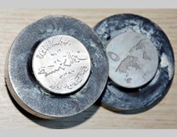 Dies for minting ISIS's five dinar coins found in Gaziantep (Cumhuriyet newspaper website, October 7, 2015).