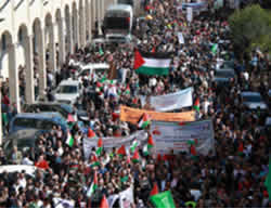 Mass funeral held in Hebron for the terrorists whose bodies were returned to the Palestinians (Wafa News Agency, October 31, 2015).