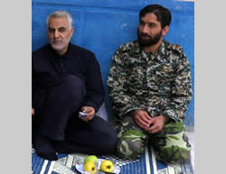 Ezatollah Soleiamani (right) and Qasem Soleimani (8news.ir)