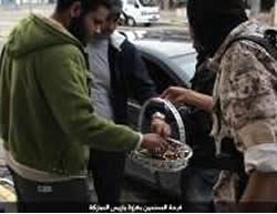 Distribution of sweets in the city of Sirte (ISIS-affiliated website www.csnw.tk, November 15, 2015)