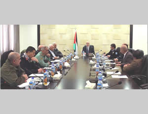 Rami Hamdallah meets in his office with the heads of the Palestinian security forces (Facebook page of Rami Hamdallah, December 15, 2015)
