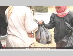 ISIS operatives distributing food to residents in and around the city of Al-Qaryatayn, which the Syrian Army is threatening to take over (Akhbar al-Muslimeen, January 9, 2016)