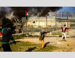 Clashes between Palestinians and the IDF near the Erez crossing in the northern Gaza Strip (Facebook page of Shihab, January 29, 2016).