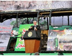 Ismail Haniyeh speaks at the rally in Gaza City (Paldaf forum, April 28, 2016).