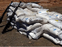 Sacks of ammonium nitrate that were on the truck (SANA News Agency, April 28, 2016)