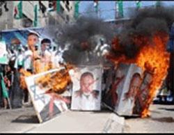 Hamas rally in western Gaza City. Participants burned pictures of Israeli Prime Minister Benyamin Netanyahu, outgoing Defense Minister Moshe Yaalon, incoming Defense Minister Avigdor Lieberman, and IDF Chief of Staff Gadi Eizenkot (Facebook page of Paldf, May 20, 2016).