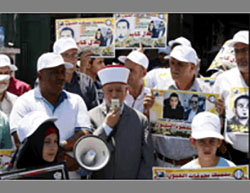 Support rally for al-Kayed in front of the Red Cross offices in Jerusalem, with the participation of the mufti of Jerusalem (Wafa, August 12, 2016).