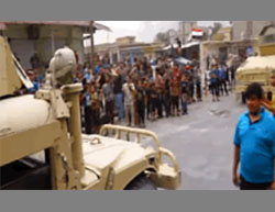 Residents of Qayyarah welcoming the Iraqi Army soldiers (YouTube account of the Iraqi Defense Ministry, August 27, 2016)