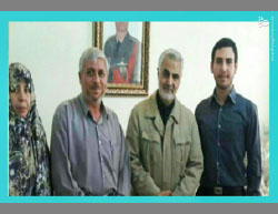 Soleimani (second from right) with the family of Yadollahi Monfared, an officer in the Iranian army who was killed in Syria in April 2016 (Mashreq News, October 27, 2016).