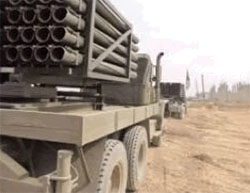 122 mm rockets mounted on a truck. The distant smaller truck carries 50 rocket barrels (Al-Hadath News, November 22, 2016)