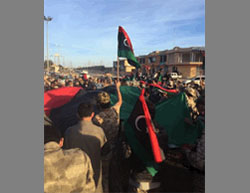Fighters of the Libyan Government of National Accord waving Libyan flags at a square near the beach  (Twitter account, December 5, 2016)