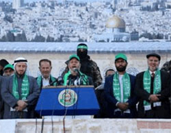 Khalil al-Haya speaks at a Hamas rally, flanked by senior Hamas figures (Hamas website, December 9, 2016).