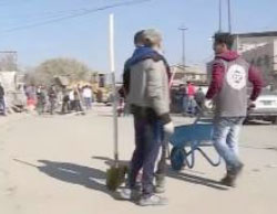 Cleaning the streets in east Mosul (Al-Ghad Channel, February 12, 2017).