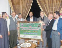 Muhammad al-Jamassi (third from left) at a visit to the home of Hassan al-Sifi, deputy minister of religious endowments in the de facto Hamas administration in the Gaza Strip, on the occasion of his being awarded a PhD degree. The delegation presented him with a plaque from Hamas (website of the Hamas faction in the Palestinian Legislative Council, February 21, 2010).