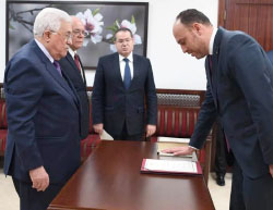Dr. Husam Zomlot sworn in before Mahmoud Abbas as chief of the PLO delegation to the United States (Facebook page of Dr. Husam Zomlot, March 7, 2017).