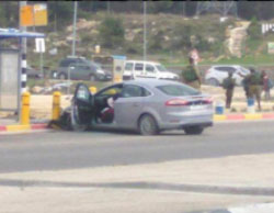 The scene of the vehicular attack at the Gush Etzion Junction (Twitter account of Palinfo, March 15, 2017).
