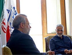 Qasem Soleimani (right) meets with Ali Larijani (Alef, April 19, 2017).
