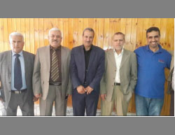 Suhail al-Hindi (second from right) replaced by Amir al-Mes'hal (center) as head of the UNRWA staff union in the Gaza Strip (Facebook page of the UNRWA staff union in the Gaza Strip, April 23, 2017)