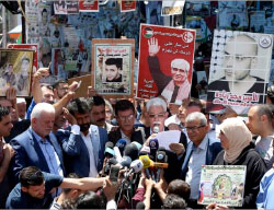 Jamal Muheisen, a member of Fatah's Central Committee, Issa Qaraqe, chairman of the PA's authority for prisoners affairs, and Qadoura Fares, chairman of the Palestinian prisoners club, hold a joint press conference in Ramallah after the Palestinian security prisoners in Israeli jails end their hunger strike (Wafa, May 27, 2017).