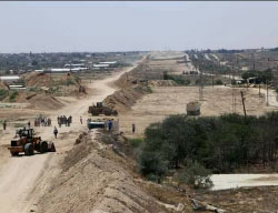 Construction along the Gaza Strip-Egypt border (Facebook page of the ministry of the interior in the Gaza Strip, June 28, 2017).