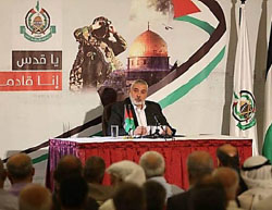 Ismail Haniyeh delivers a speech in Gaza City  (Facebook page of the Shehab news agency, July 5, 2017).