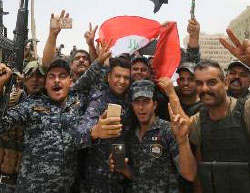 Soldiers celebrating the liberation of the city (Nineveh Information Center, July 9, 2017)
