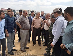 Yahya al-Sinwar (pink shirt, center) head of Hamas' political bureau in the Gaza Strip, pays a visit to the Rafah-Egypt border to inspect the construction of the buffer zone (Facebook page of the Hamas ministry of the interior in the Gaza Strip, July 5, 2017).