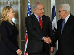 Israeli Prime Minister Benyamin Netanyahu, Palestinian Authority Chairman Mahmoud Abbas and American Secretary of State Hillary Clinton at the prime minister's home