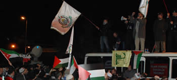 Palestinian, Hamas and Hezbollah flags at a demonstration in Istanbul (ihh.org.tr).