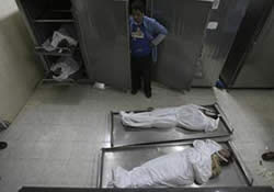 The bodies of those killed in the tunnel from toxic gas (Palestine-info, April 29, 2010)