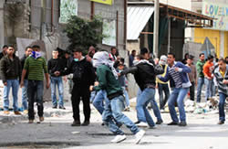 Palestinian rioters near the Qalandia roadblock