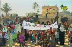 Children demonstrate at the Rafah crossing (Al-Aqsa TV, December 26, 2009).