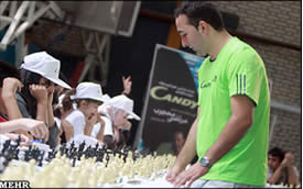 Guinness world record for an Iranian chess player