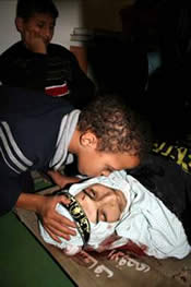 A Palestinian child kissing the corpse of a PIJ martyr
