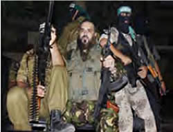 Nizar Rayan, who taught religious law at the Islamic University, with Izz al-Din al-Qassam Brigades terrorist operatives (Picture from the Al-Jazeera website forum, June 24, 2008)