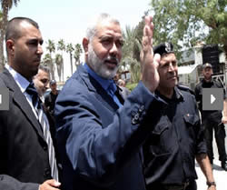 Ismail Haniya at the Rafah crossing en route to Egypt (Picture from the qassam.ps website, July 29, 2012).