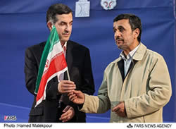 Ahmadinejad and Masha'i during the visit to Semnan Province