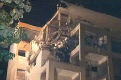 The building in Rishon Letzion hit by a Fajr-5 (Facebook page of the Israel Police Force, November 20, 2012)