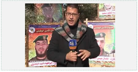 Correspondent from Hamas' Al-Aqsa TV covers the military exercise held at the graduation of a national security force officers' training course. Behind him to the left is a picture of Ibrahim Abd al-Fattah Daoud al-Bala'awi, who was also an operative in the Izz al-Din al-Qassam Brigades and was killed in Operation Protective Edge (Al-Aqsa TV, December 2014).