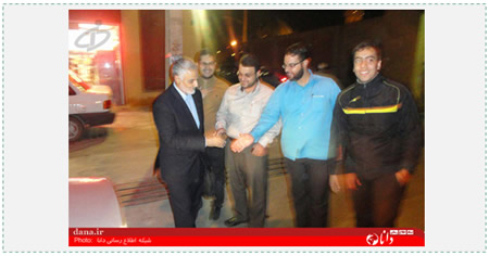 Qasem Soleimani shakes hands with Iranians in Isfahan (www.598.ir, January 18, 2015).
