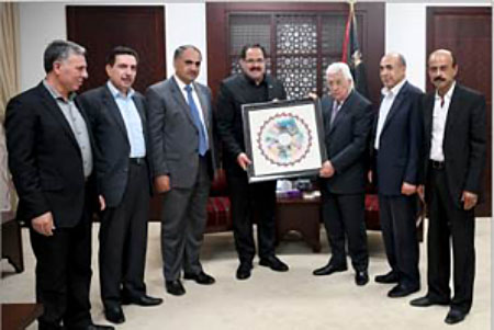 Members of the PA's ministry of education present Mahmoud Abbas with the new textbooks (Wafa, August 12, 2017).